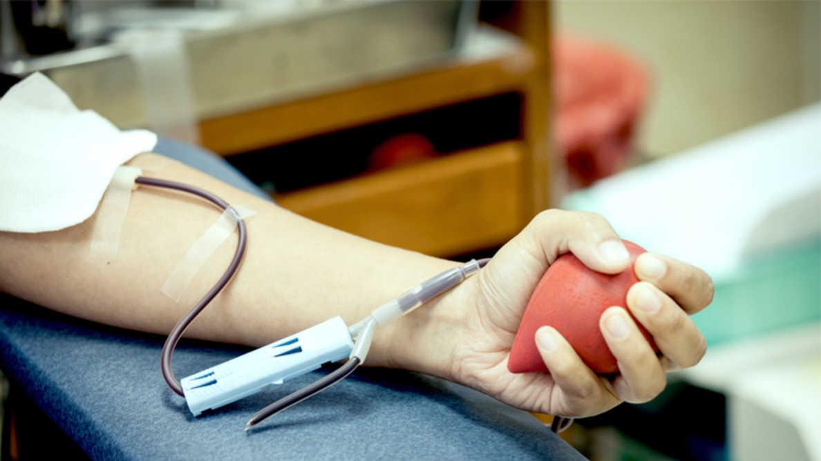 La parodontite augmente le risque de présence de bactéries dans les dons de sang