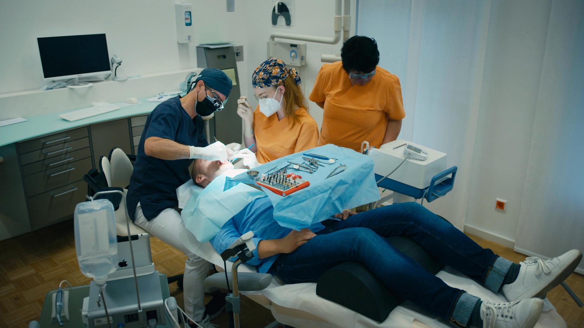 Pose d'un implant dentaire sous auto-hypnose